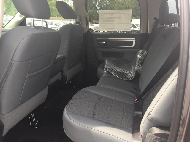 2017 Ram 1500 Crew Cab 4x4 Pickup #4083 - photo 23