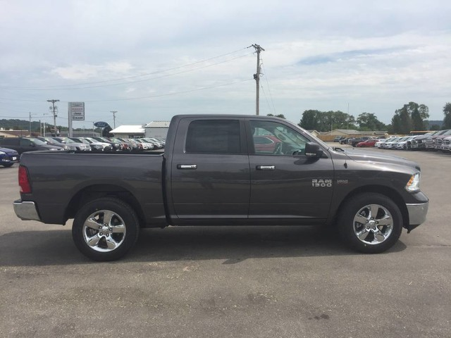 2017 Ram 1500 Crew Cab 4x4 Pickup #4083 - photo 8