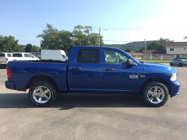 2017 Ram 1500 Crew Cab 4x4 Pickup #7708 - photo 9