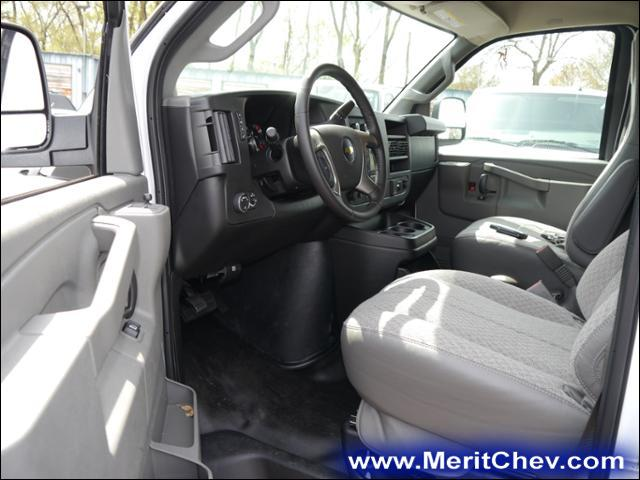 2017 Express 2500 Cargo Van #175149 - photo 4