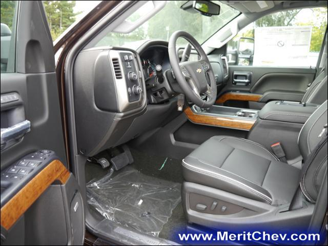 2018 Silverado 2500 Crew Cab 4x4 Pickup #185141 - photo 3