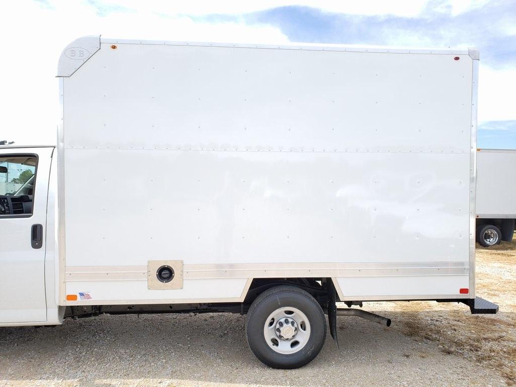 2019 Express 3500 4x2, Bay Bridge Classic Cutaway Van #ZT6275 - photo 5