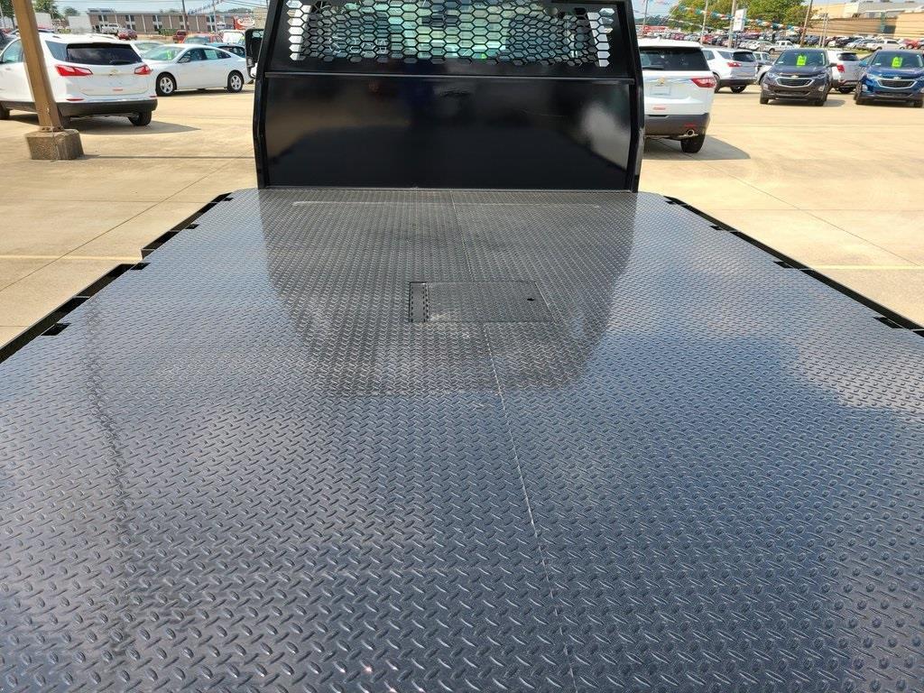 2020 Silverado 4500 Regular Cab DRW 4x2,  Knapheide PGNB Gooseneck Platform Body #ZT8265 - photo 5