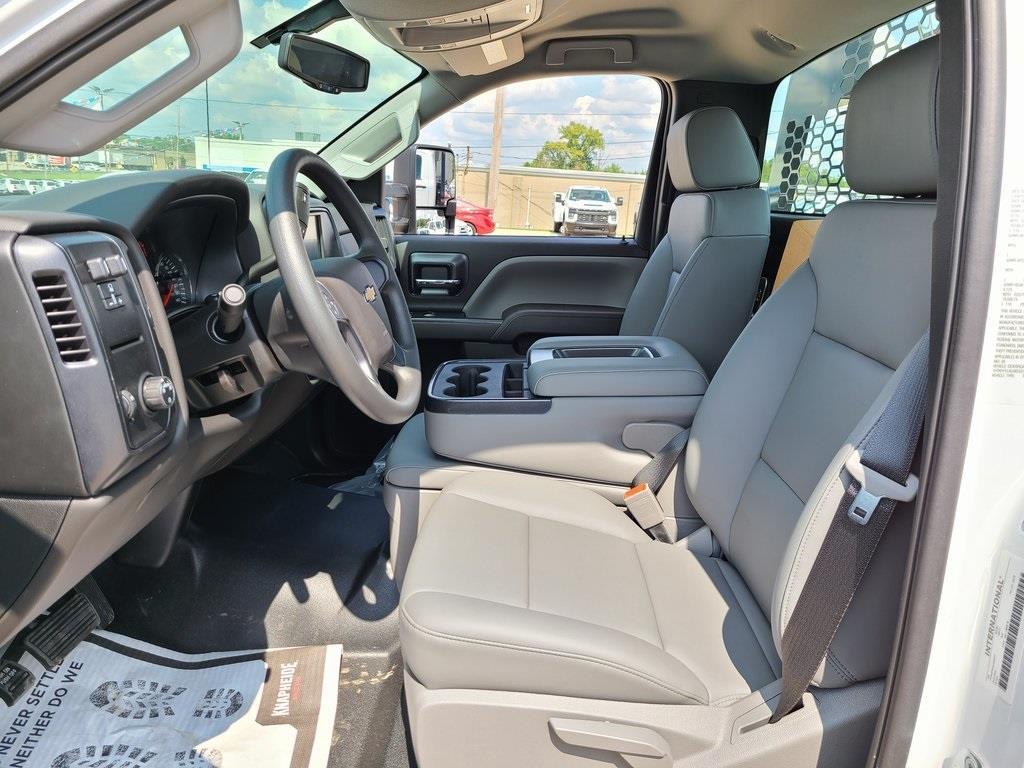 2020 Silverado 4500 Regular Cab DRW 4x2,  Knapheide PGNB Gooseneck Platform Body #ZT8418 - photo 8