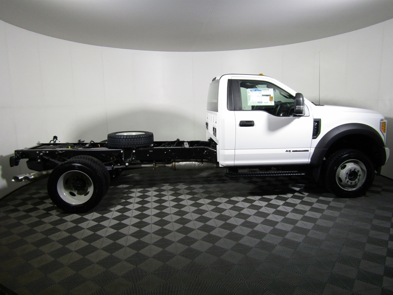 2017 F-550 Regular Cab DRW 4x4 Cab Chassis #175385 - photo 3