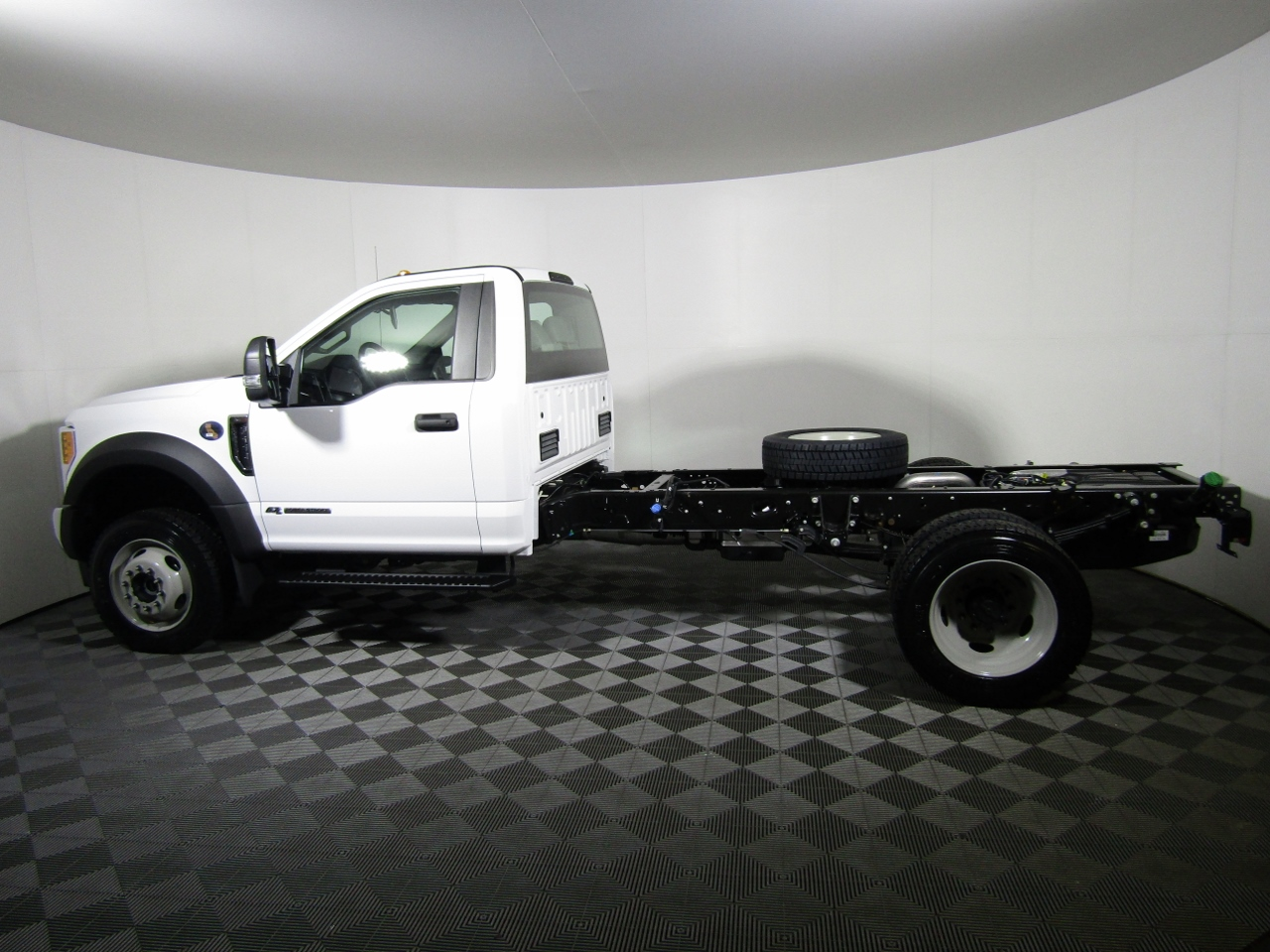 2017 F-550 Regular Cab DRW 4x4 Cab Chassis #175385 - photo 7