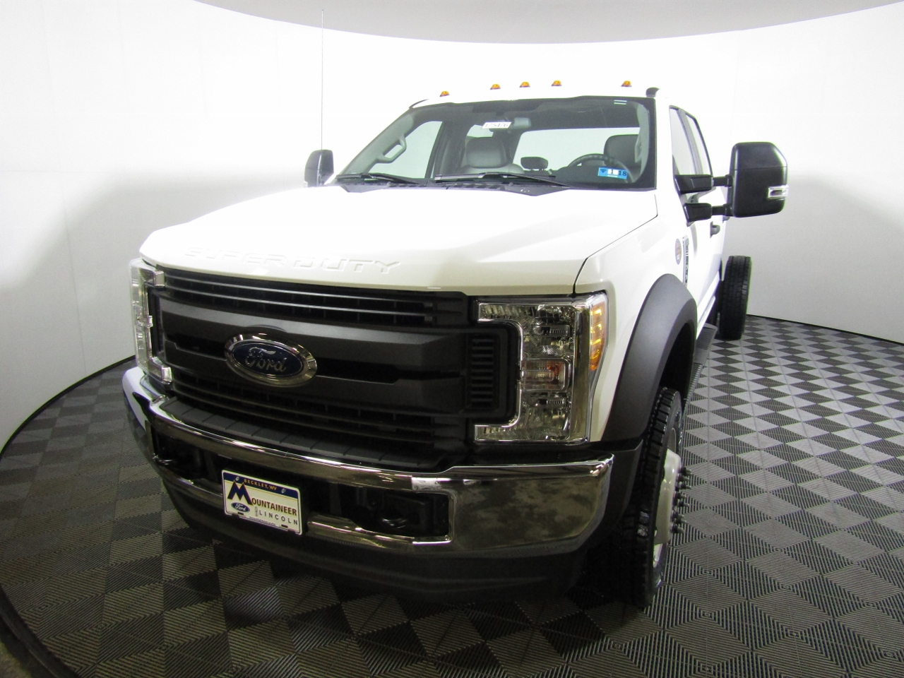 2017 F-550 Crew Cab DRW 4x4, Cab Chassis #175476 - photo 1