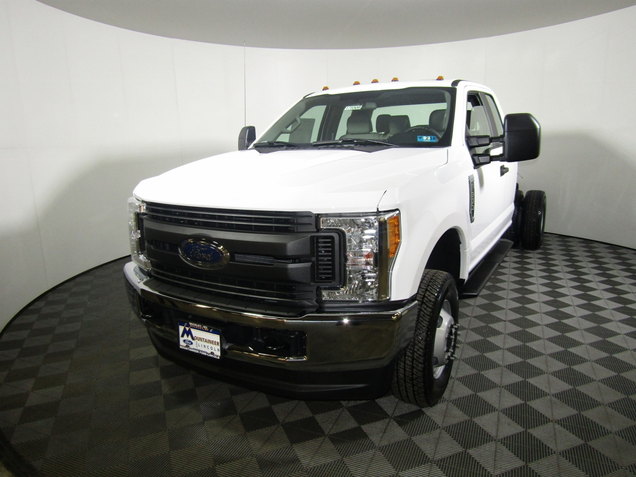 2017 F-350 Super Cab DRW 4x4, Cab Chassis #175508 - photo 1