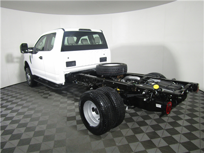 2017 F-350 Super Cab DRW 4x4, Cab Chassis #175508 - photo 2