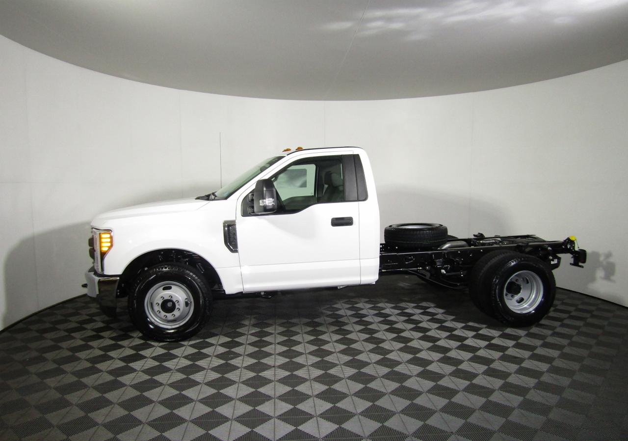 2017 F-550 Crew Cab DRW 4x4 Cab Chassis #176088 - photo 3