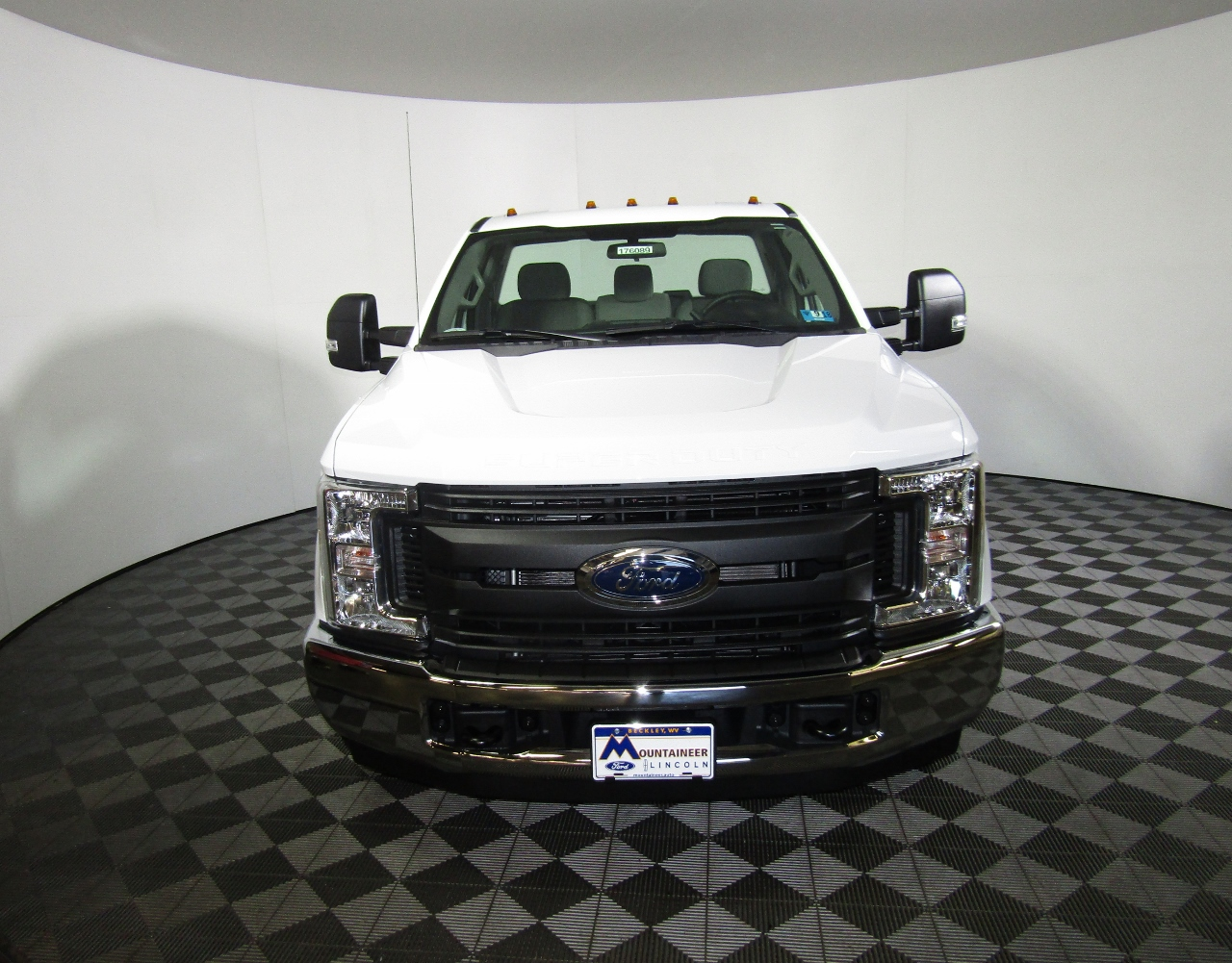 2017 F-550 Crew Cab DRW 4x4 Cab Chassis #176088 - photo 4