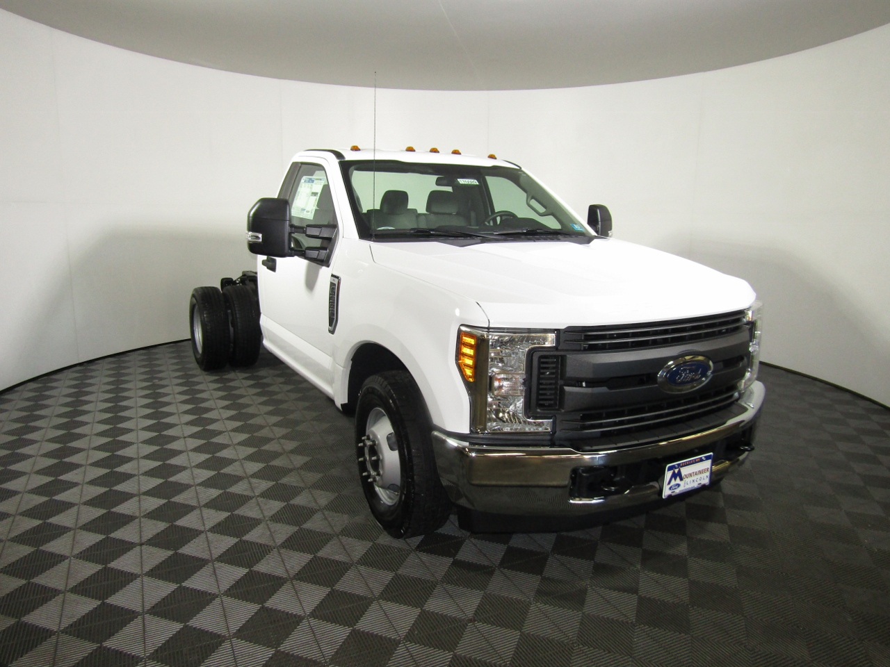 2017 F-550 Crew Cab DRW 4x4 Cab Chassis #176088 - photo 5