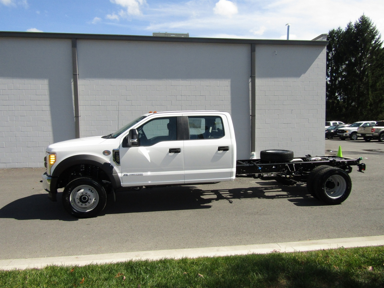 2017 F-550 Crew Cab DRW 4x4 Cab Chassis #176095 - photo 3