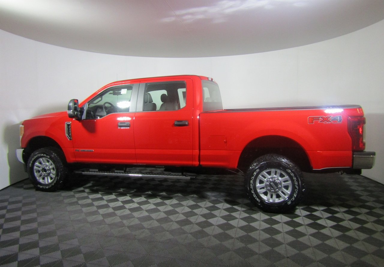 2017 F-250 Crew Cab 4x4, Pickup #176162 - photo 3