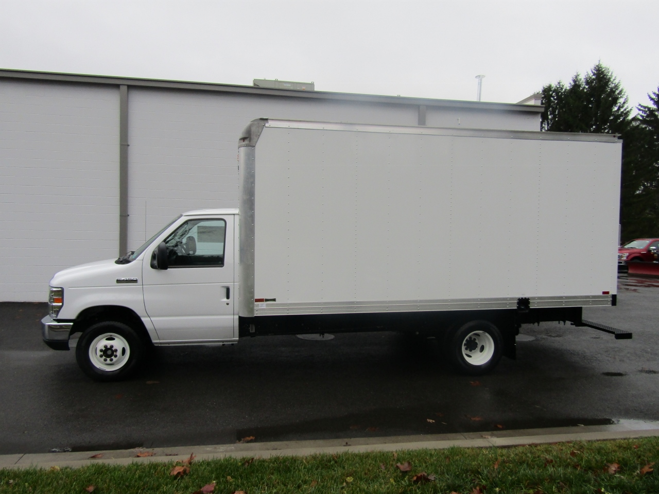 2017 E-450, Knapheide Box Bodies Cutaway Van #176170 - photo 3