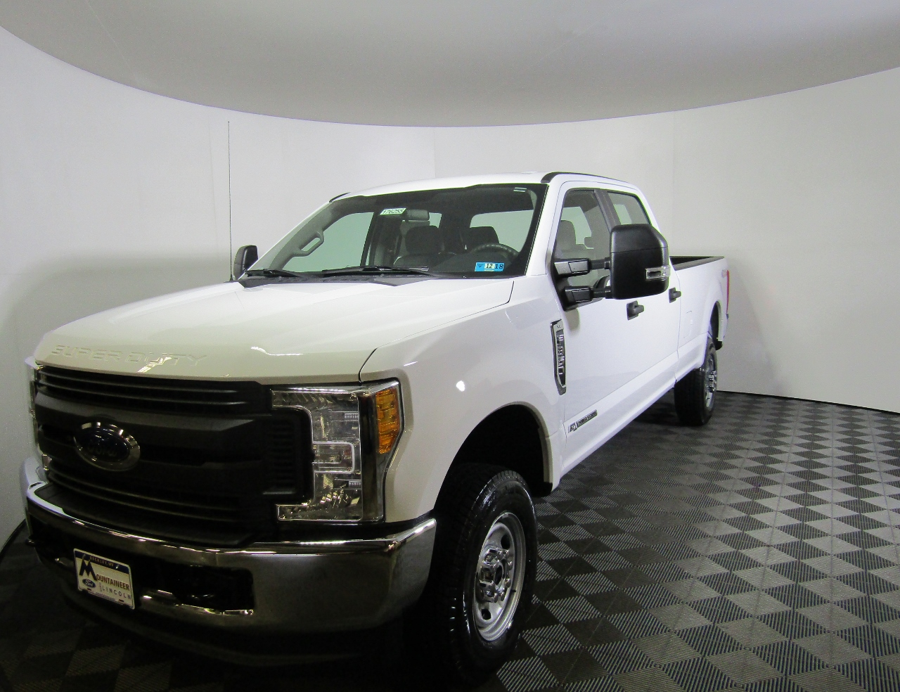 2017 F-350 Crew Cab 4x4 Pickup #176255 - photo 1
