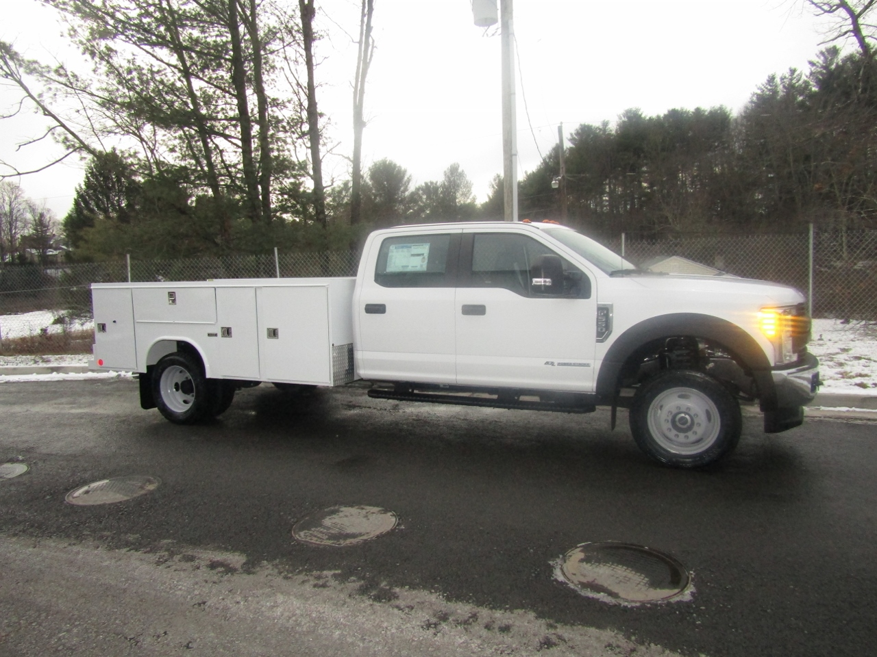 2017 F-550 Crew Cab DRW 4x4, Reading Service Body #176280 - photo 8