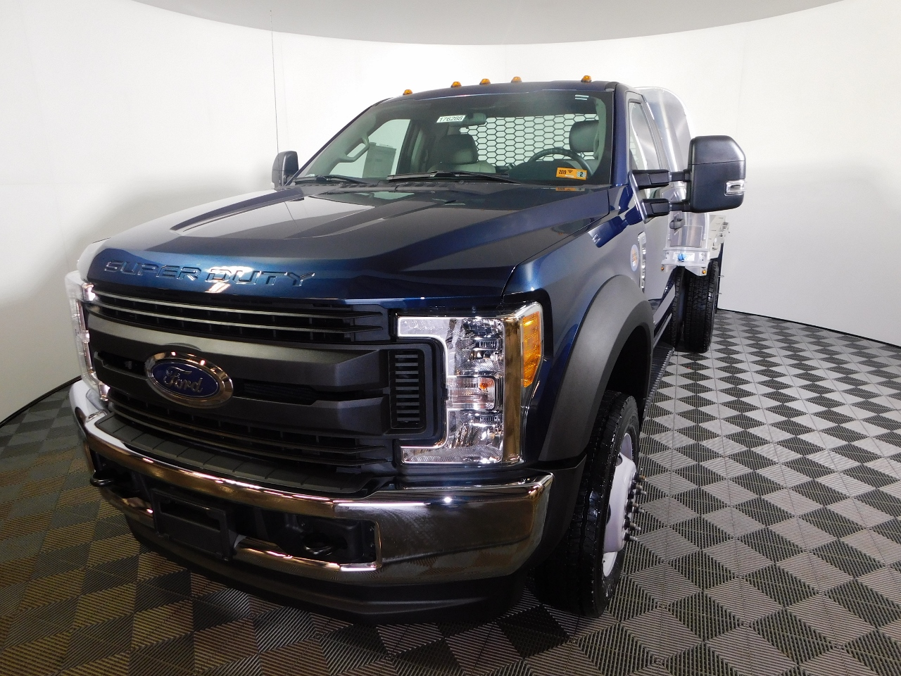 2017 F-550 Regular Cab DRW 4x4,  Knapheide Aluminum PGNB Gooseneck Platform Body #176288 - photo 1