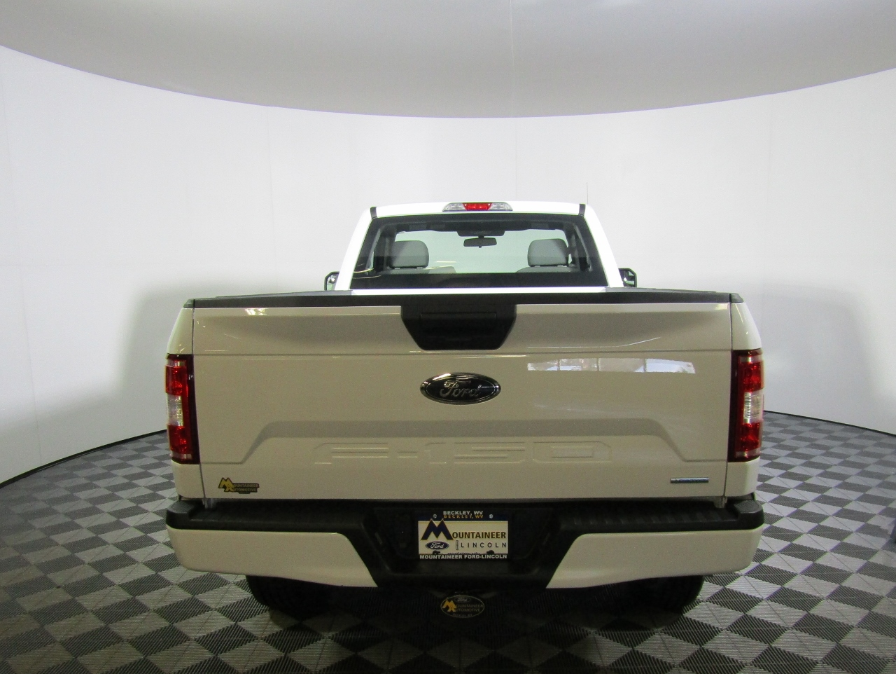 2018 F-150 Regular Cab 4x4, Pickup #183490 - photo 7
