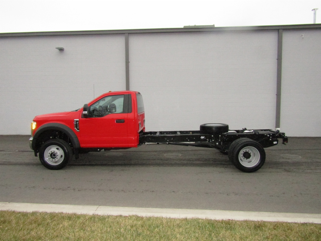 2018 F-450 Regular Cab DRW 4x4,  Cab Chassis #186578 - photo 3