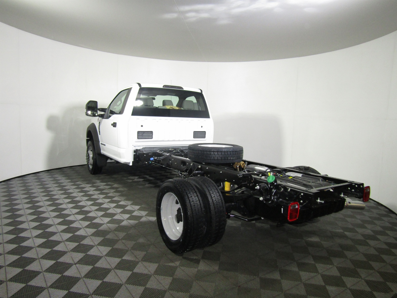 2018 F-450 Regular Cab DRW 4x4,  Cab Chassis #186592 - photo 2