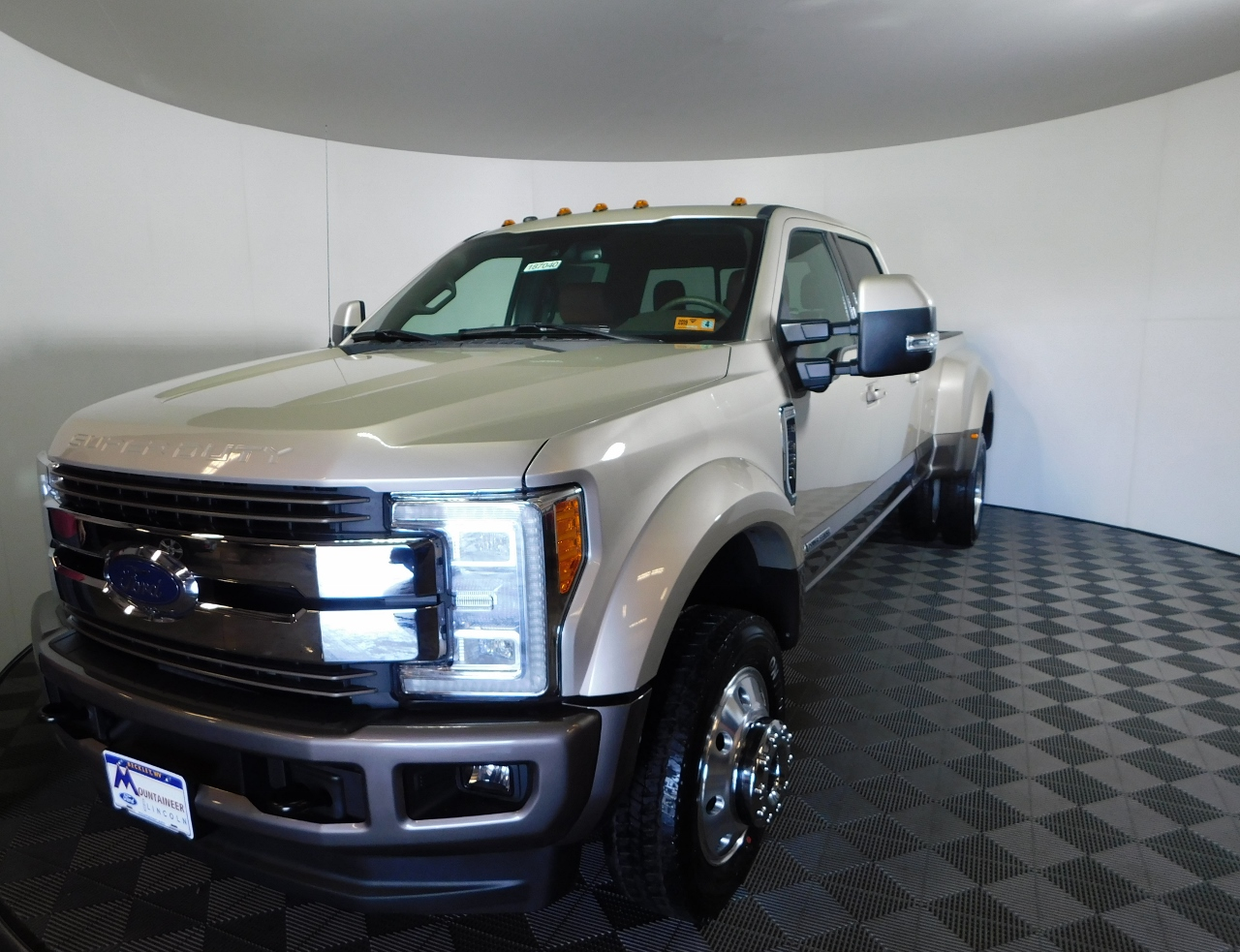 2018 F-450 Crew Cab DRW 4x4,  Pickup #187040 - photo 1
