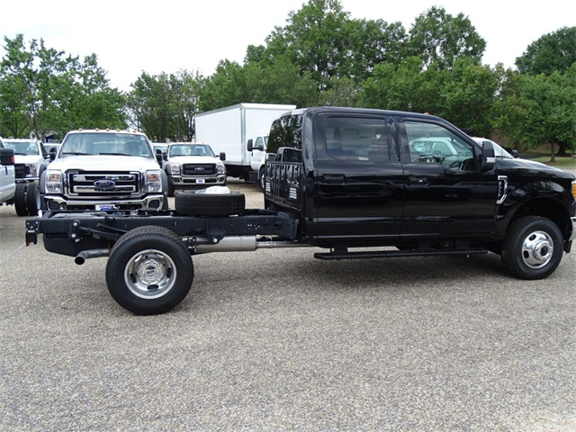 2017 F-350 Crew Cab DRW 4x4, Cab Chassis #67546 - photo 4