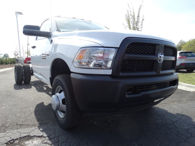 2017 Ram 3500 Regular Cab DRW, Cab Chassis #M20139 - photo 3