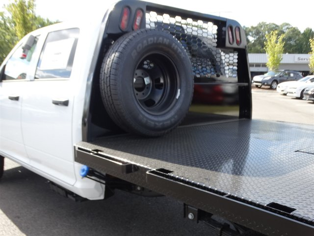 2017 Ram 3500 Crew Cab DRW, Platform Body #M21361 - photo 28