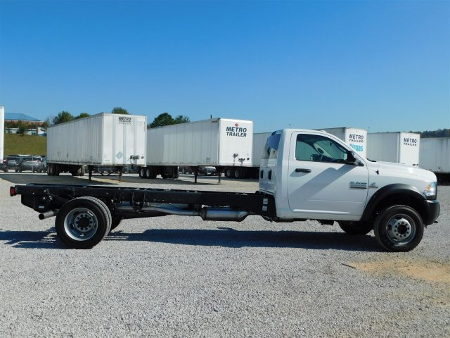 2018 Ram 5500 Regular Cab DRW, Cab Chassis #M30125 - photo 4