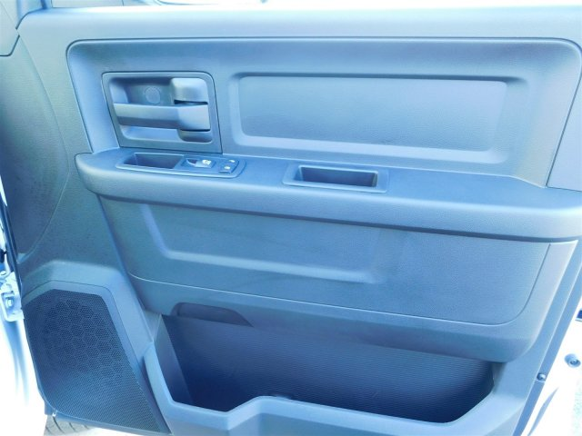 2018 Ram 3500 Crew Cab DRW 4x4 Platform Body #M30233 - photo 31