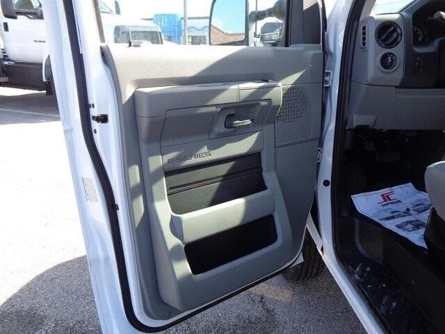 2019 E-450 4x2, Supreme Iner-City Cutaway Van #19-5920 - photo 9
