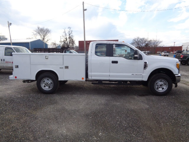 2017 F-350 Super Cab 4x4, Reading Service Body #175410 - photo 3