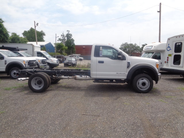 2017 F-550 Regular Cab DRW Cab Chassis #175837 - photo 3