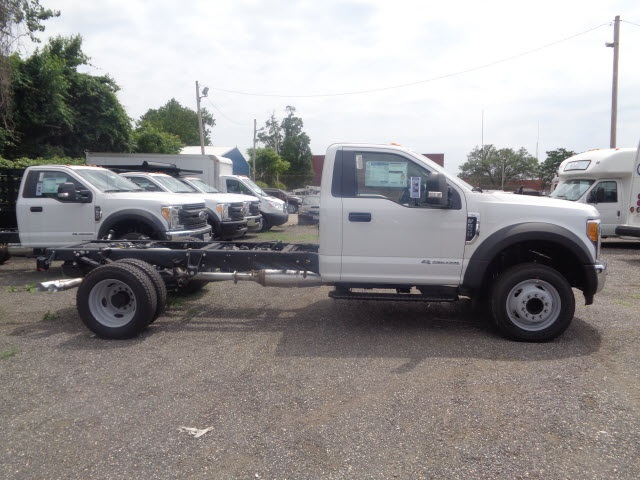 2017 F-550 Regular Cab DRW Cab Chassis #175932 - photo 3