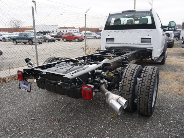 2018 F-550 Regular Cab DRW 4x4 Cab Chassis #185445 - photo 2