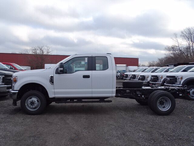 2020 Ford F-350 Super Cab DRW 4x4, Cab Chassis #CR6411 - photo 1