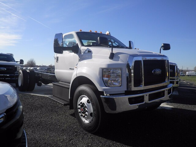 2021 Ford F-750 Regular Cab DRW 4x2, Cab Chassis #G7108 - photo 1