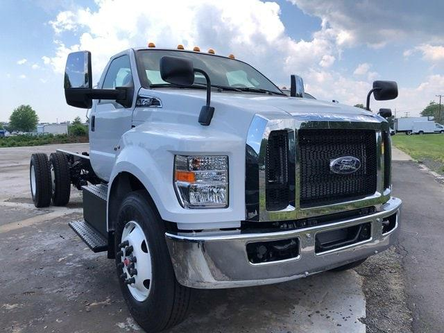 2022 Ford F-750 Regular Cab DRW 4x2, Cab Chassis #G7704 - photo 3