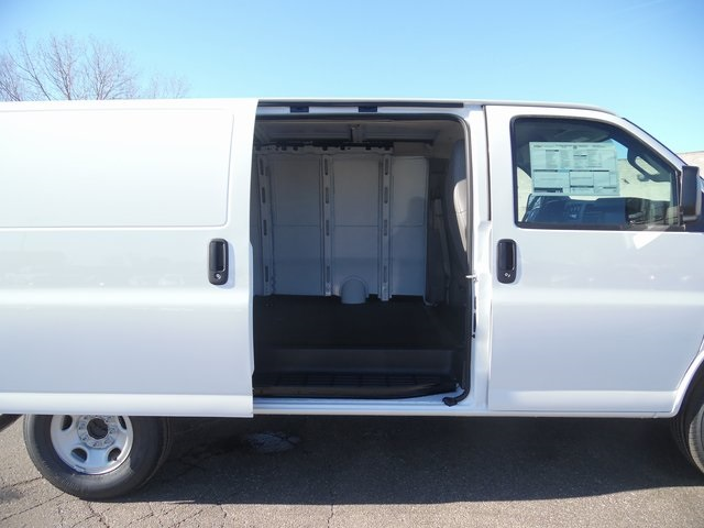 2017 Express 3500 Cargo Van #17-1078 - photo 23