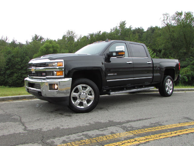 2017 Silverado 2500 Crew Cab 4x4 Pickup #45375 - photo 3