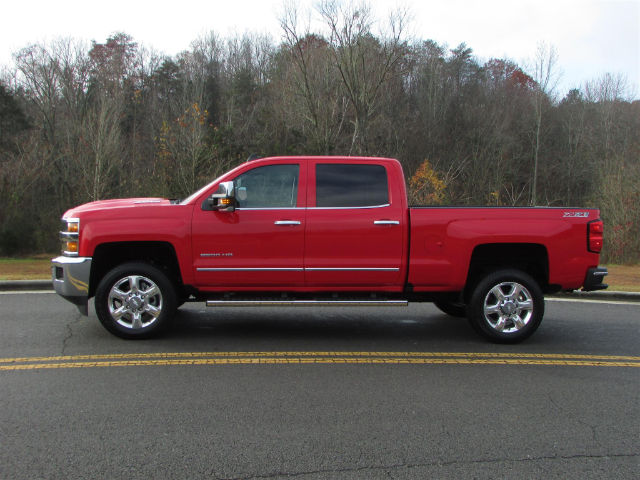 2017 Silverado 2500 Crew Cab 4x4 Pickup #45800 - photo 3