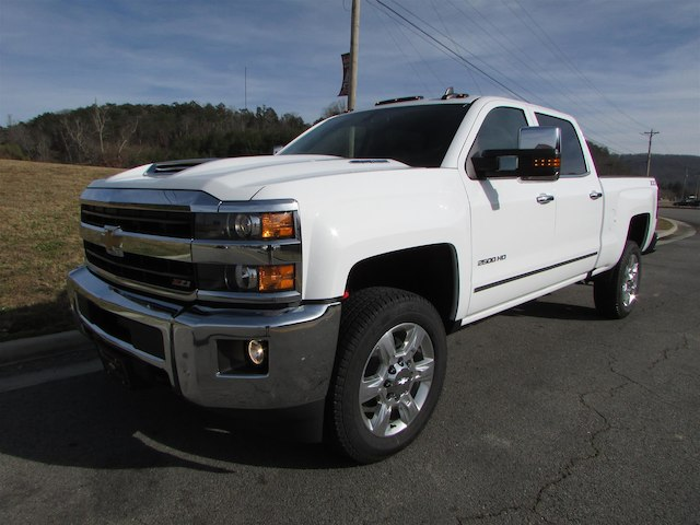 2018 Silverado 2500 Crew Cab 4x4 Pickup #45911 - photo 1