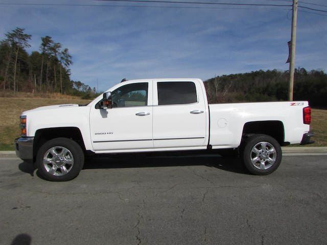 2018 Silverado 2500 Crew Cab 4x4 Pickup #45911 - photo 4