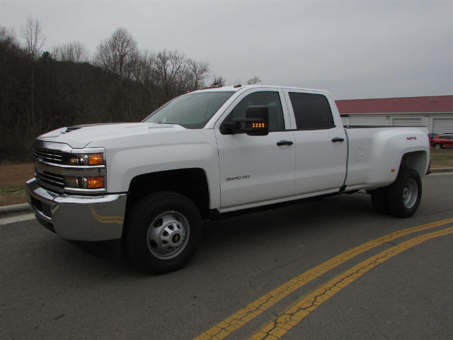 2018 Silverado 3500 Crew Cab 4x4 Pickup #46026 - photo 3