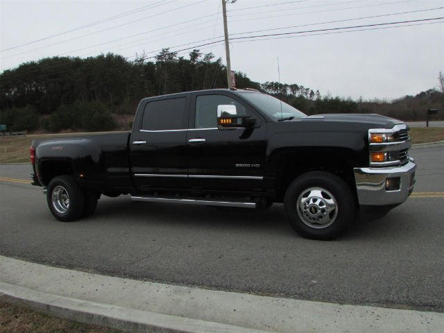2018 Silverado 3500 Crew Cab 4x4, Pickup #46053 - photo 8