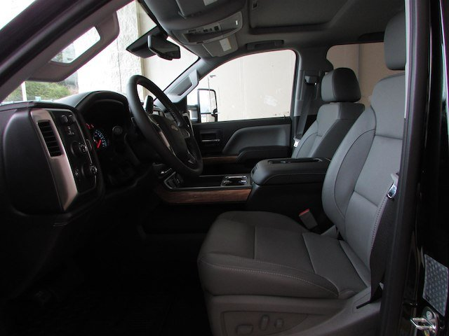 2018 Silverado 3500 Crew Cab 4x4, Pickup #46053 - photo 18
