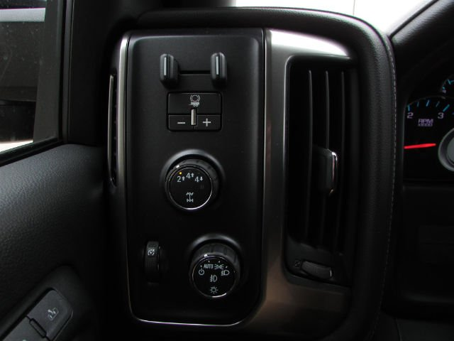 2018 Silverado 3500 Crew Cab 4x4, Pickup #46053 - photo 24