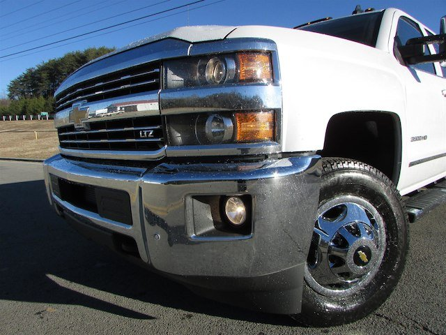 2018 Silverado 3500 Crew Cab 4x4, Pickup #46078 - photo 10