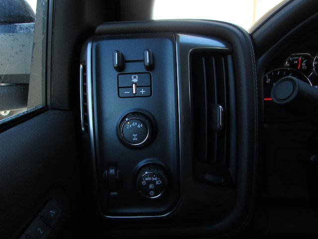 2018 Silverado 3500 Crew Cab 4x4, Pickup #46078 - photo 21